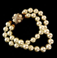Spectacular Italian bracelet vintage 1960s-beautiful pearls and a clasp that is a real gem - douple  strand pearl bracelet-Art.955/2-