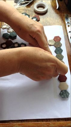 Have you ever had a hard time organizing your hexies, especially on the road? Lynette Anderson shows how a little sticky tape goes a long way.