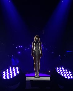 Taylor performing This Love during the 1989 World Tour in Ottawa 7.6.15