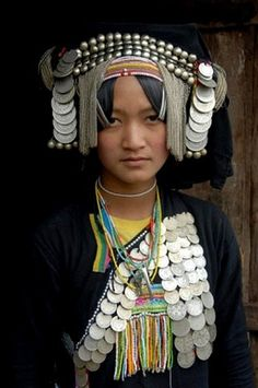 Portrait, ethnology, woman of the Akha Pixor ethnic group in traditional dress Population Du Monde, Tribal Mode, Costume Ethnique, Beautiful People, Beautiful Women, Indian Costumes, Tribal Fashion, Ankara Fashion, Africa Fashion