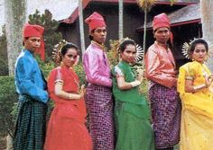 The PEOPLE WHO HAVE 5 DIFFERENT GENDERS!   The Bugis are an ethnic group - the most numerous of the three major linguistic and ethnic groups of South Sulawesi, in the southwestern province of Sulawesi,third largest island of Indonesia.  The Bugis recognize five separate genders. So in essense the five genders according to this culture are cismen (oroané), ciswomen (makkunrai), transmen (calalai), transwomen (calabai) and genderqueer (bissu). I love the wisdom of this.