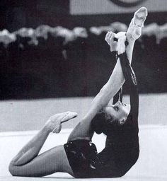 gymnastics and black and white photo! best of both worlds Gymnastics Clubs, Gymnastics Problems, Gymnastics Training, Gymnastics Photos, Sport Gymnastics, Olympic Gymnastics, Flexibility Dance, Gymnastics Flexibility, Acrobatic Gymnastics