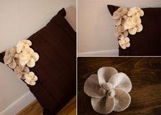 keçe çiçeklerle yastık süsleme