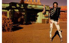A campanha Primavera/Verão 2009 da Balmain, com Daria Werbowy, marca o início da era de dominação do jeans destroyed
