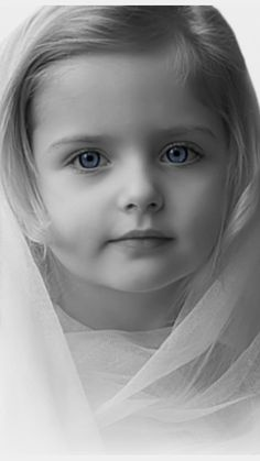 Kids Discover Cute and Sweet Expressions from Lovely Kids So Cute Baby, Cute Kids, Cute Babies, Beautiful Little Girls, Beautiful Children, Beautiful Babies, Beautiful Eyes, Simply Beautiful, Black And White Sketches