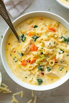 Creamy Chicken Soup with Pasta and Spinach Creamy Chicken Pasta Soup Recipe – – Nutritious, easy and big on flavor, this delicious chicken pasta soup tastes like you spent all day in the kitchen, but it's done in less than 30 minutes! Chicken Pasta Soup Recipe, Creamy Chicken Pasta, Chicken Recipes, Chicken And Veggie Soup, Pasta Recipes, Chicken Broth Soup, Chicken Broccoli Soup, Chicken Dumpling Soup, Cheesy Chicken