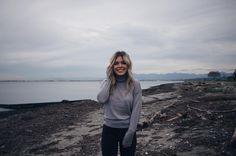 Cozy walks by the beach | Women's fashion #hunnistyle