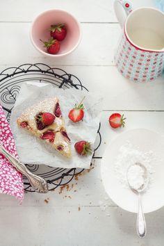 canelle et vanille - food  drink - food - dessert - strawberry cake with buttermilk, millet and a little bit of corn flour food-dessert