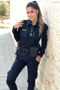 Meshi Saadon, A Jewel in the Israeli Police - Oppagirls beautiful girls News Female Cop, Female Soldier, Idf Women, Military Women, Military Girl, Girls Uniforms, Clothes For Women, Portrait, Guns