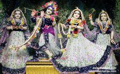 To view Radha Gopinath Lalita Vishakha Wallpaper of ISKCON Chowpatty in difference sizes visit - http://harekrishnawallpapers.com/sri-sri-radha-gopinath-lalita-vishakha-wallpaper-043/