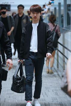 Korean Airport Fashion — fydokyungsoo: simplicity ✩ do not edit. 7 Prince, Korean Airport Fashion, Exo Do, Do Kyung Soo, Incheon, Airport Style, Kyungsoo, My Boyfriend, Wattpad