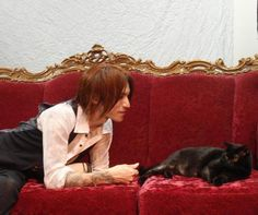Sugizo with cat