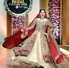 #NeelamMuneer Twirls Perfectly in #AnnusAbrar #QHBCW17