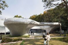 Pino familia The 300pyong irregular shaped piece of land near the outskirt of north eastern Seoul simultaneously faces forests and the dense urban conditions...