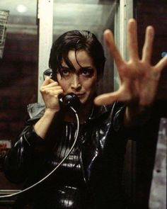 Keanu Reeves and Carrie-Anne Moss in The Matrix Science Fiction, Fiction Movies, Sci Fi Movies, Foreign Movies, Indie Movies, Mel Gibson, Cyberpunk, Movies To Watch List, The Matrix Movie