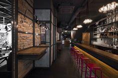 Suto Interior Architects a réalisé le design d'intérieur d'un bar restaurant à Budapest, Hongrie.
