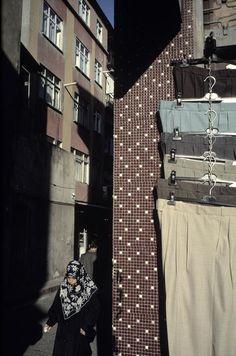 Alex Webb, Trousers in Fener, Istanbul