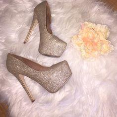 SEND OFFER Worn! Gold skitter Steve Madden heels! Steve Madden Shoes Heels