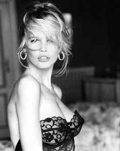 Tanti auguri Claudia! Oggi la Top delle Top compie 47 anni ed è ancora la numero al mondo  Scoprite perché nel  link in bio e ripassate insieme a noi i suoi scatti memorabili come questo di Ellen Von Unwerth del 1989 per Guess. #MCInstaNews #ClaudiaSchiffer #TopModels #EllenVonUnwerth #Guess #FashionHistory  via MARIE CLAIRE ITALIA MAGAZINE OFFICIAL INSTAGRAM - Celebrity  Fashion  Haute Couture  Advertising  Culture  Beauty  Editorial Photography  Magazine Covers  Supermodels  Runway Models