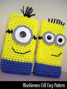 Crochet Samsung 20 Adorable DIY Minions Craft Ideas - We all love the minions from Despicable Me because they are so cute and inspiring. For this post we found very interesting crafts inspired by minions. Crochet Phone Cover, Crochet Case, Crochet Purses, Love Crochet, Crochet Gifts, Craft Patterns, Crochet Patterns, Minion Craft, Minion Crochet