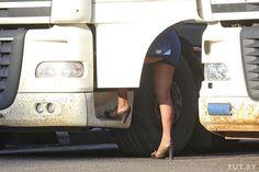 #интересное  Как работают жрицы любви на трассе М1 (10 фото)   Далее вас ждет рассказ о жизни и работе дорожных проституток, работающих на трассе М1. Одна из жриц любви рассказала о всех тонкостях своей профессии, о том, что ее заставило заняться этим, и, конечно же, о