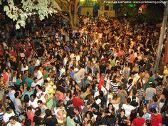 Carnaval de 2012 - A cidade de Prados completamente lotada. Muita gente bonita, muita animação. (Carnival 2012 - The city of Prados completely full. Lots of beautiful people, lots of entertainment.)
