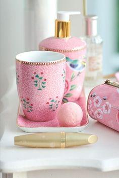 Pip Studio die offizielle Website - Bad-Accessoires Set Floral Good Morning P . Pip Studio, Modern Bathroom Decor, Bath Decor, Bad Accessoires Set, Pink Bathroom Accessories, Shabby Chic Pink, Diy Vanity, Ceramic Tableware, Best Bath