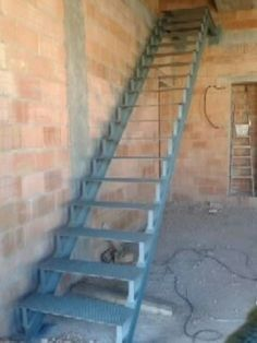 Estructura metalica para escalera casa juancho for Escaleras 7 peldanos precio