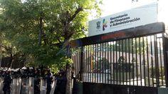 Esta mañana, presuntos estudiantes de escuelas normales de Michoacán cerraron la SEE y se manifestaron frente a la Secretaría de Finanzas y Administración, sin bloquear la Calzada Ventura Puente – ...