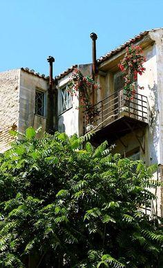 Old house.. Plaka, Athens, Greece (by fotisvr on Flickr)
