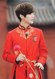 it's luhan but hell, this photo reminds me so much of emperor kai