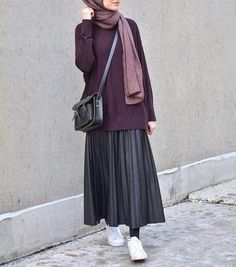 Lately, i'm really into the skirts & sneakers – Hijab Hijab Outfit, Hijab Casual, Hijab Chic, Casual Outfits, Dress Casual, Ootd Hijab, Women's Casual, Summer Outfits, Look Fashion
