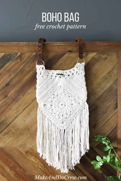 """crochet handbags With interesting construction and tons of texture, this """"Urban Gypsy"""" boho bag pattern is loaded with bohemian charm! The size of this crochet purse is perfect for pa Crochet Purse Patterns, Crochet Purses, Crochet Clutch, Crochet Bags, Cotton Crochet Patterns, Crochet Shell Stitch, Free Crochet, Crochet Summer, Crochet Handles"""
