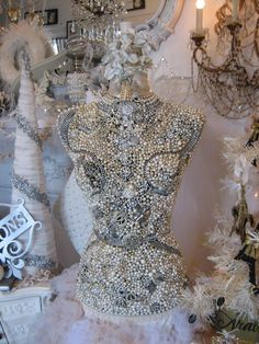 Vignettes Antiques--dress form all blinged out Clothes Mannequin, Mannequin Art, Dress Form Mannequin, Vintage Mannequin, Vintage Jewelry Crafts, Jewelry Art, Bling Dress, Fairy Dress, Sewing A Button