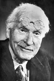 Carl Jung: Carl Gustav Jung July 1875 – 6 June was a Swiss psychotherapist and psychiatrist who founded analytical psychology. Carl Gustav Jung Frases, Carl Jung Quotes, Infj, Introvert, Mandala Meaning, C G Jung, Psychology Humor, Jungian Psychology, Dream Meanings