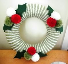 Lynne's Knits - Simple knitted Wreath - Knit Today issue 80