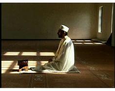 Tata Cara Shalat #4: Sunnah-Sunnah Muakadah (Seperti Wajib) dalam Shalat - MUKMINUN.COM  http://www.mukminun.com/2013/11/tata-cara-shalat-fiqih-shalat-sunnah-muakada-dalam-shalat.html