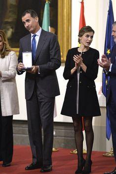 Fashion Assistance: Dña. Letizia repite su vestido más minifaldero en Sevilla