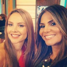 @ximenacordoba @NataliaCruzNews: ¡Dos guapas colombianas! Felíz Jueves!