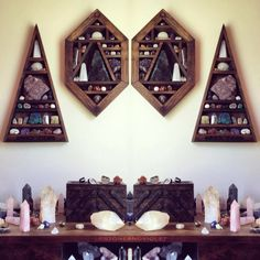 meditation room with crystals decor. Wiccan Decor, Witchy Room Ideas, Witchy Gifts meditation room with crystals decor. Rock Bedroom, Wooden Bedroom, Crystal Shelves, Glass Shelves, Display Shelves, Wall Shelves, Crystal Decor, Crystal Altar, Crystal Bedroom Decor