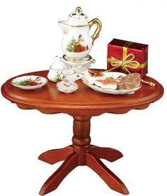 Mesa ovalada con decoración. #casasdemuñecas #miniaturas #miniatures #dollhouses #dollhouse #miniature https://www.tiendadecasitas.com/producto/4767/re18216-mesa-ovalada-n6