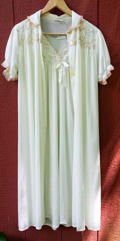 b63e75f474ae1 Philmaid Vintage Nylon Nightgown and Robe Set Cream Lace Soft Silky Bridal  32 34 Nightgown