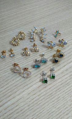 Brincos pequenos folheados antialérgicos com garantia. www.cassie.com.br  #Cassie #semijoias #brincos #zircônias #acessórios #moda #fashion #jewerly #joiasfolheadas