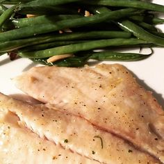 #lowcarb #lowcarbdiet #lowcarblife #lowcarbmeal #lowcarbfoods #lowcarbdinner #lowcarbeating #bakedtilapia #steamedgreenbeans #nomnomnom #fiber #protein #fishy #itwasgood #lemonpepperfish by lc_michelle89