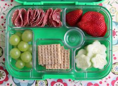 yumbox panino using silicon cup to make extra compartment. Black Bedroom Furniture Sets. Home Design Ideas