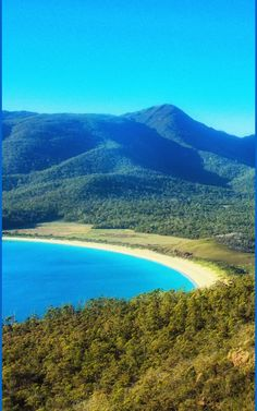 10 Best Tasmania Beaches. The saying goes that King Island imports the world's best surfers and exports produce sought by the world's top chefs. 80kms off the north-west coast of Tasmania, King Island is surrounded by stunning beaches. For surfers, these are some of the best beaches in Tasmania. #nature #water #tasmania #Australia #travel #summer #freycinet #beaches Kings Island, Nature Water, Surfers, Tasmania, Australia Travel, Beautiful Beaches, North West, Chefs, West Coast