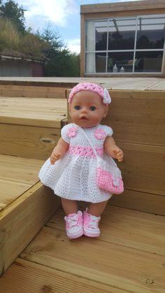 Kjole, pannebånd, veske og sko til BabyBorn dukken. Eget design. Instagram bebbeshobbykrok