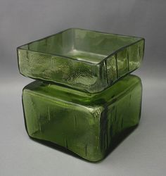 Shopping Places, Old Antiques, Pottery Vase, Glass Design, Shades Of Green, Scandinavian Design, Glass Art, Decorative Boxes, Perfume Bottles