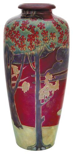"""Zsolnay - """"Nabis"""" váza, naplementés táj körpanorámás ábrázolásával, 1909 körül Leütési ár 2 800 000 Ft"""