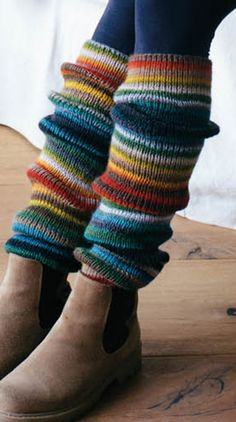 Maandag Katia Darling Rainbow Beenwarmers - www. Loom Knitting, Knitting Socks, Knitting Patterns, Leg Warmer Knitting Pattern, Crochet Leg Warmers, Knit Crochet, Knitting Accessories, Women Accessories, Vintage Knitting